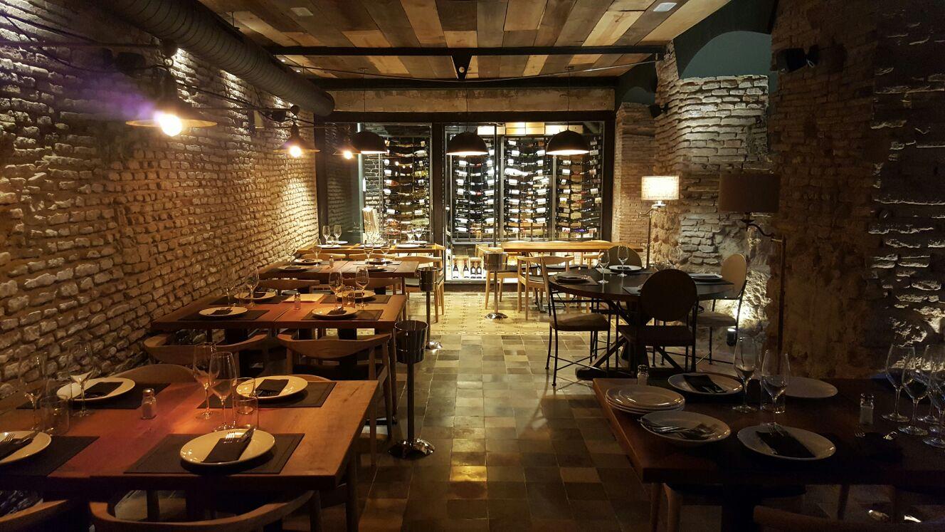 Mar a trifulca nuevo bar en sevilla con nuestros muebles - Decoracion de bares y restaurantes ...