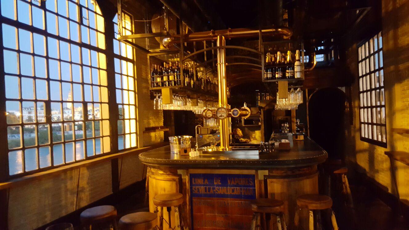 Mar a trifulca nuevo bar en sevilla con nuestros muebles for Bar madera sevilla